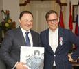 Мэр Владивостока наградил Лагутенко орденом и снялся в его клипе