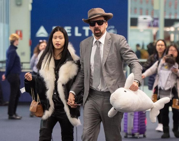 Кейдж женился на молодой азиатке в Лас-Вегасе