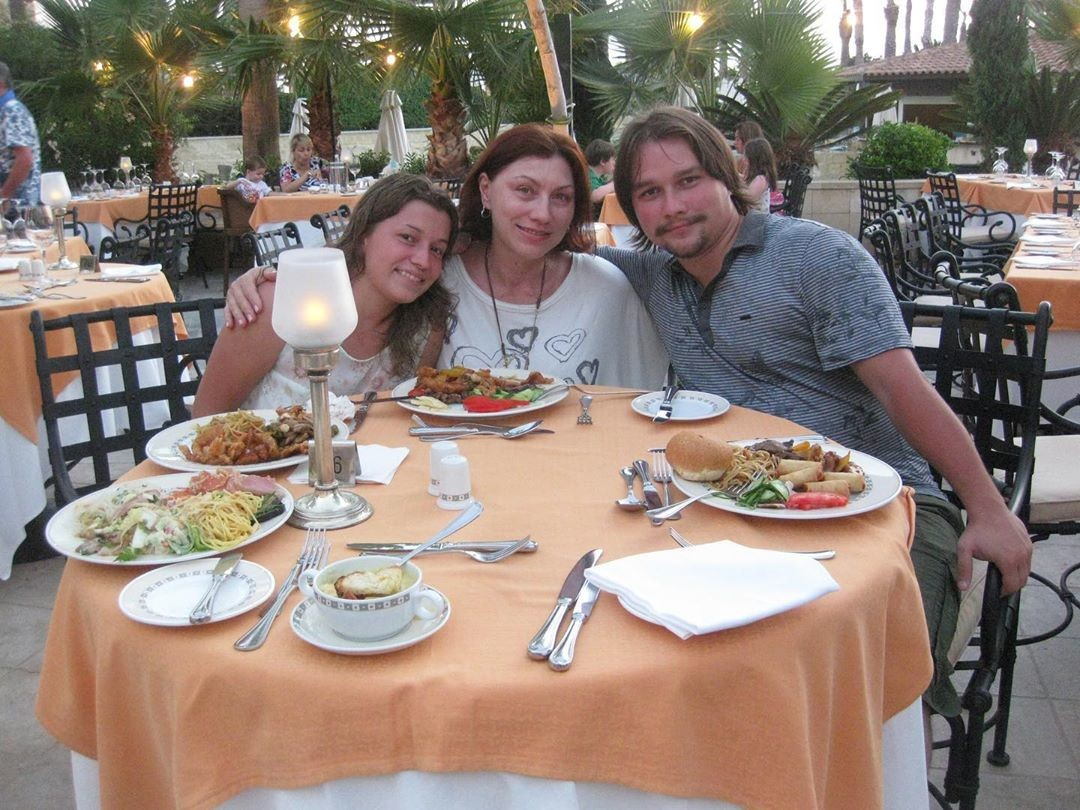 матерей фото дениса сына сябитовой с женой фотографы