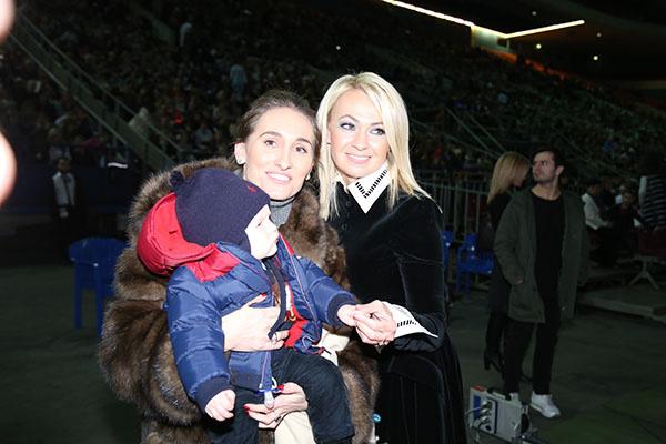 Анастасия Винокур с сыном Федором и Яна Рудковская