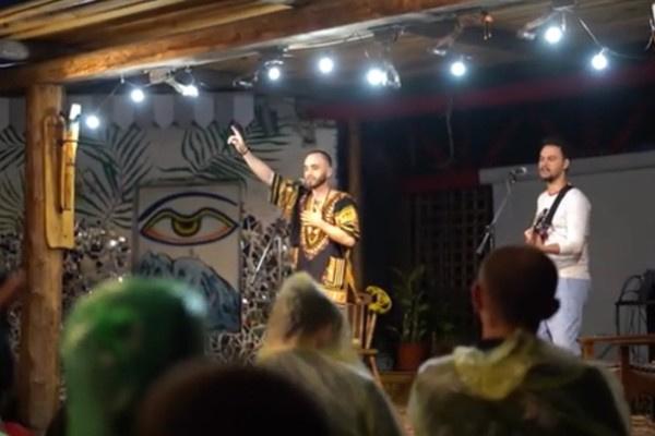Стас Бокоев стал музыкантом и записывается в Москве
