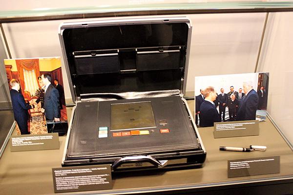 Кейс и ручка первого президента