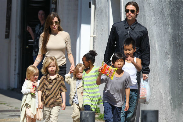 В 2011 году Питт и Джоли выглядели образцовыми родителями