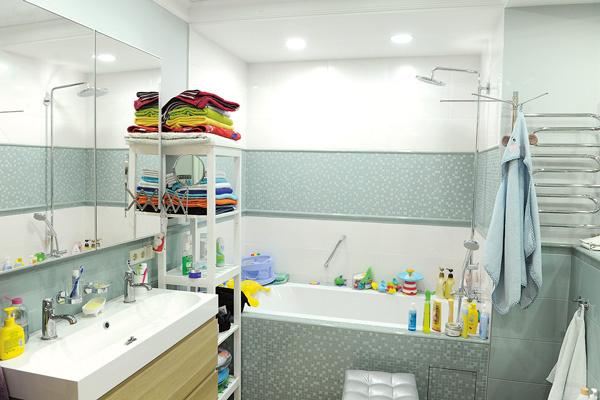 В апартаментах имеется основная ванная и душевая