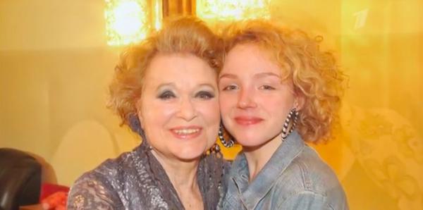 Талызина рада, что внучка пошла по ее стопам