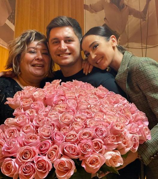 Дава и Ольга на дне рождения его матери