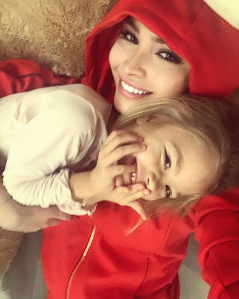 Алена с дочкой Алисой