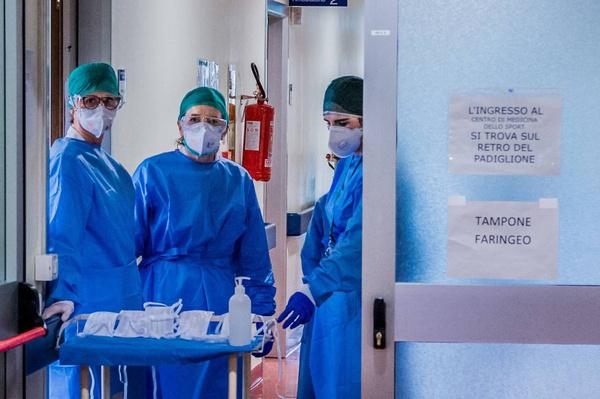 Итальянские врачи бьют тревогу, так как не справляются с наплывом больных