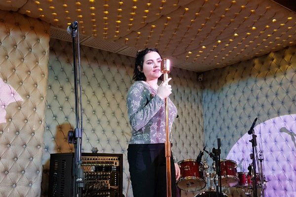 Доминика Хлебникова пробует свои силы на сцене