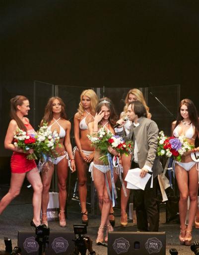 Юрий Вервекин вручил корону победительнице