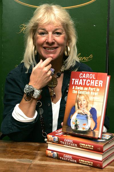 Кэрол Тэтчер жестко критиковала маму в двух книгах