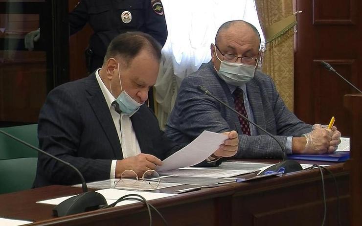 Адвокаты актера — Петр Хархорин и Владимир Васильев