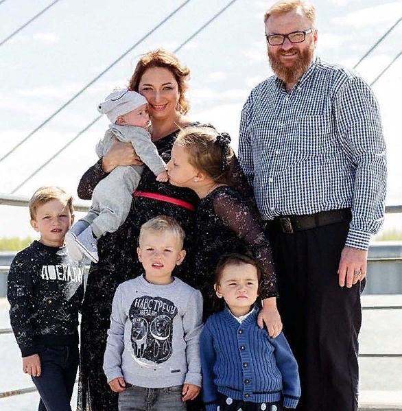 Большая и дружная семья Виталия Милонова
