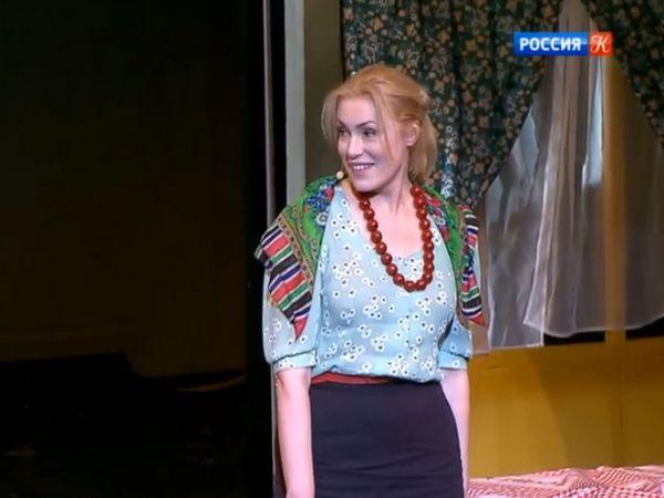 Мария Шукшина на сцене театра Надежды Бабкиной