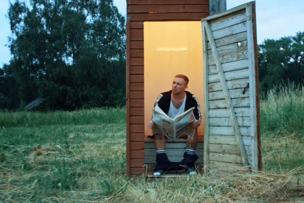 Егор Крид в образе деревенского парня