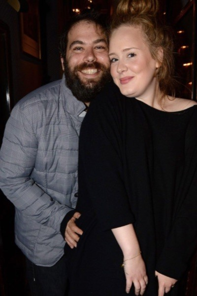 28-летняя Адель и 42-летний Саймон Конекки вместе уже больше пяти лет