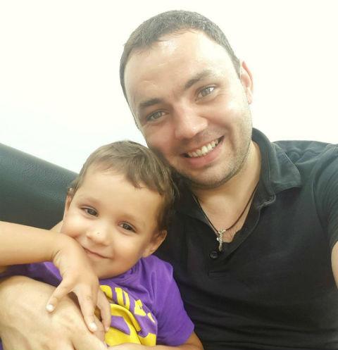 Александр Гобозов видит сына, когда Алиана уезжает куда-то по работе и просит его позаботиться о мальчике