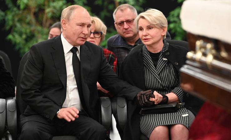 Путин поддержал близких Зиничева