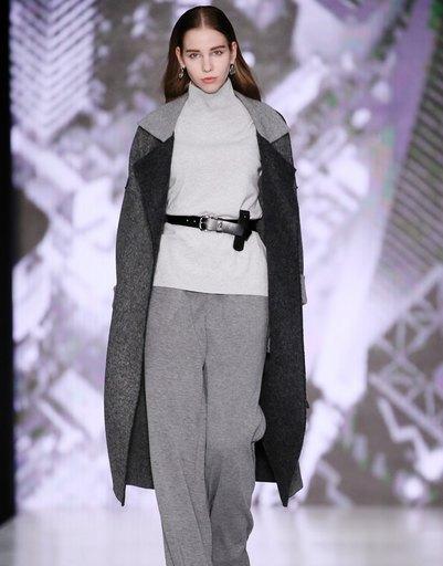 Оксана Федорова представила одежду для современных деловых женщи