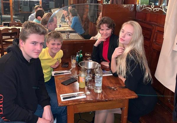 Екатерина Солоцинская и Дмитрий Песков поддерживают отношения ради детей