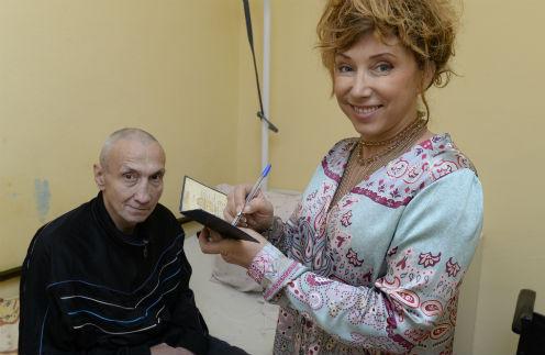 Артистка поздравила Игоря Фролова с 50-летием, обещала передать привет с экрана телевизора в новогоднюю ночь