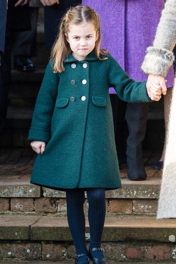 Шарлотта во время рождественской церковной службы