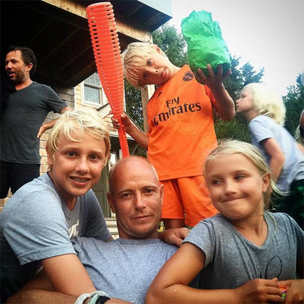 Джастин Портман в окружении детей – Лукаса, Невы и Виктора