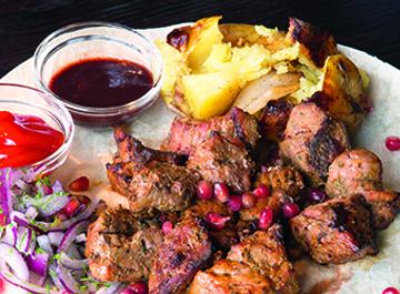 Шашлык из свинины с печеным картофелем