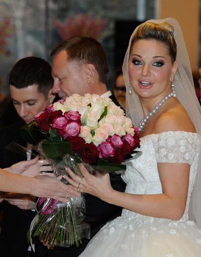 Невесту поздравляли непосредственно перед концертом