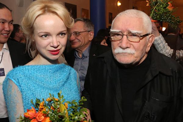 Армен Джигарханян и его молодая супруга Виталина Цымбалюк-Романовская