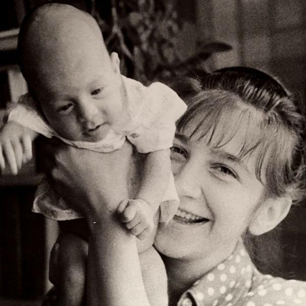 Спустя несколько дней после трагедии Иван опубликовал фото с мамой в своем микроблоге