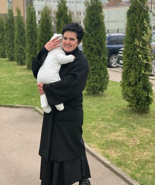 Дочь Панина танцует с сигаретой в зубах, а Меладзе и Джанабаева на прогулке с новорожденной: соцсети звезд