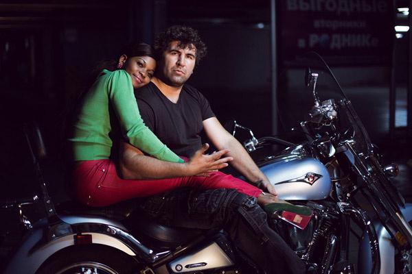 Анатолий катает жену на байке