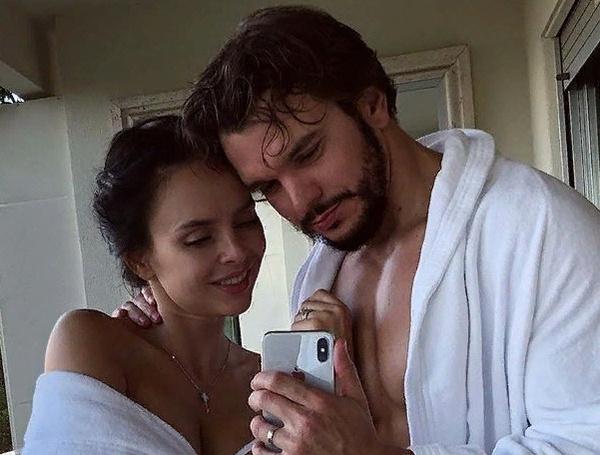 Антон и Виктория живут в браке более года