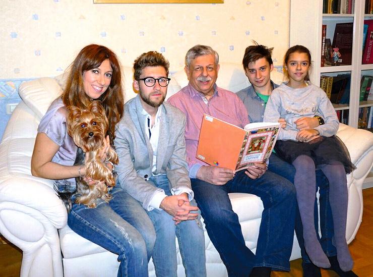 С дочерью Марией, сыном Вениамином, внуками — Михаилом и Анной