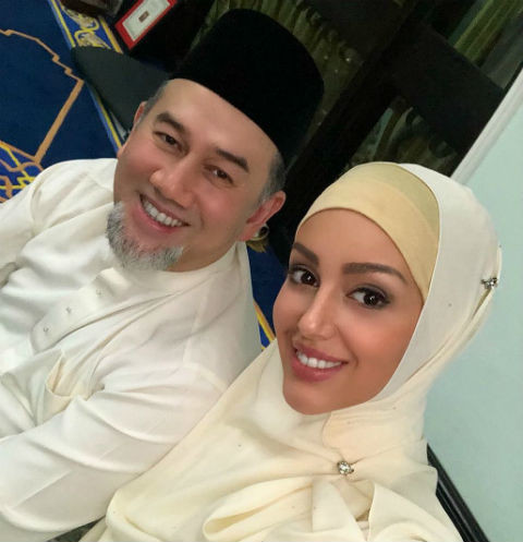 Бывший король Малайзии сожалеет о свадьбе с Оксаной Воеводиной