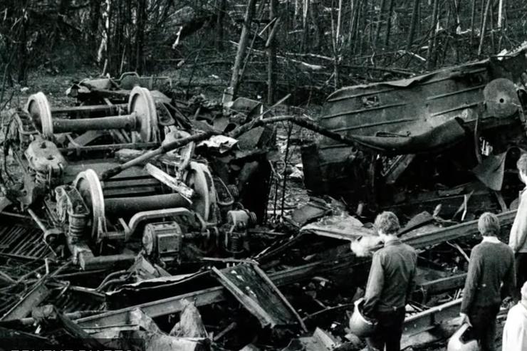 Некоторые вагоны сгорели полностью, от других — остались руины