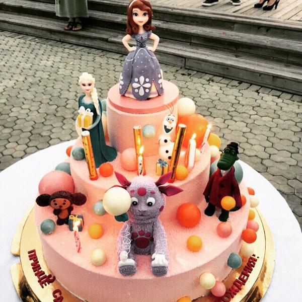 Торт для Софийки изготовил звездный кондитер Ренат Агзамов