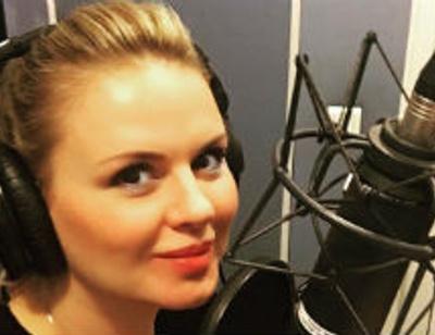 Анна Семенович устроила эротический танец на радио