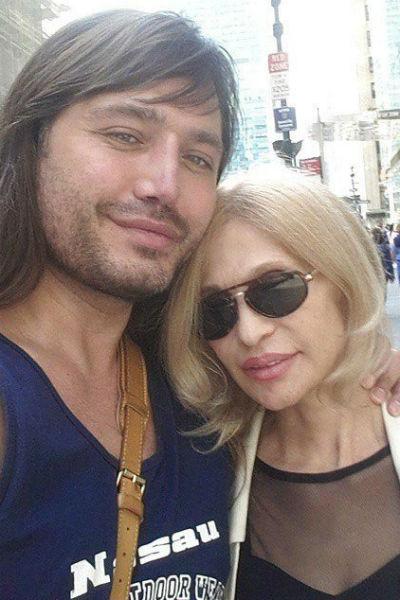 Рустам Солнцев с мамой