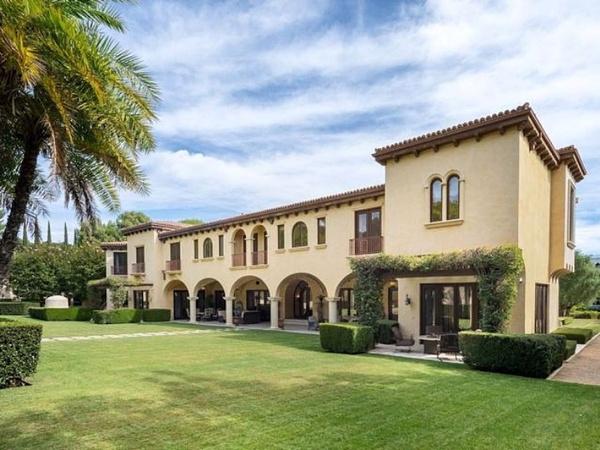 София Вергара и Джо Манганьелло купили дом за 26 миллионов. Фото