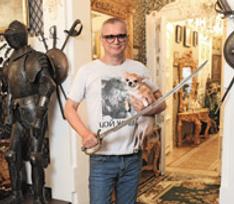Андрей Ковалев показал свой особняк XVII века