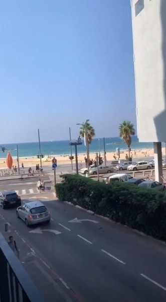 Пара остановилась в отеле с видом на Средиземное море