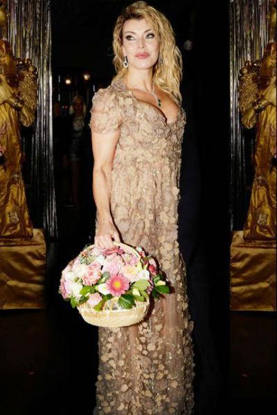Лада Дэнс успешно совмещает карьеру актрисы и певицы