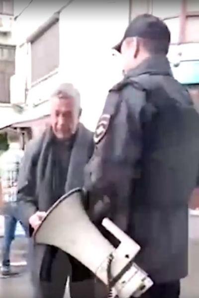 Евремов спорил с сотрудниками полиции
