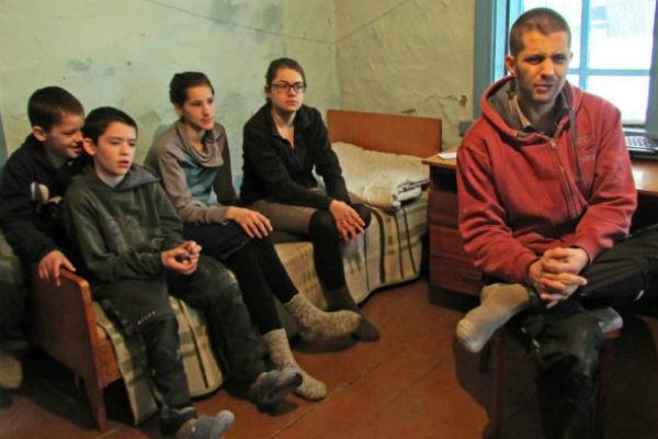 После возвращения в Германию дети семьи Мартенс снова пошли в школу