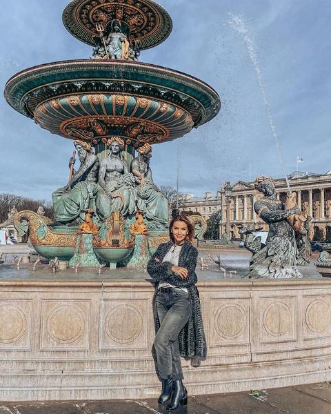 Ольга Орлова гуляет по солнечному Парижу