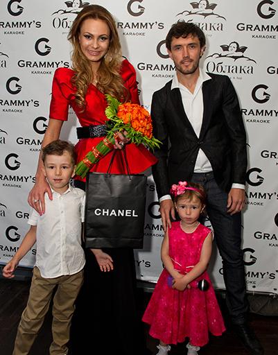 Инна и Юрий Жирковы с детьми Дмитрием и Миланой