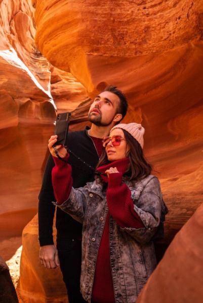 Предложение руки и сердца Саша получила в живописном Каньоне Антилопы среди красных камней