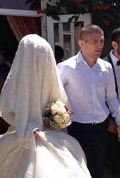 Хабиб Нурмагомедов с супругой